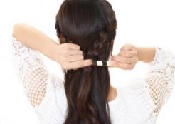 髪の毛にアクセサリをつける