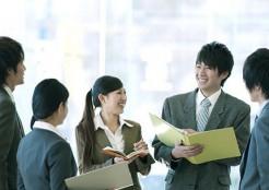 職場の若者たちの会話